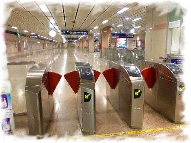 Турникеты в подземном метро Бангкока MRT