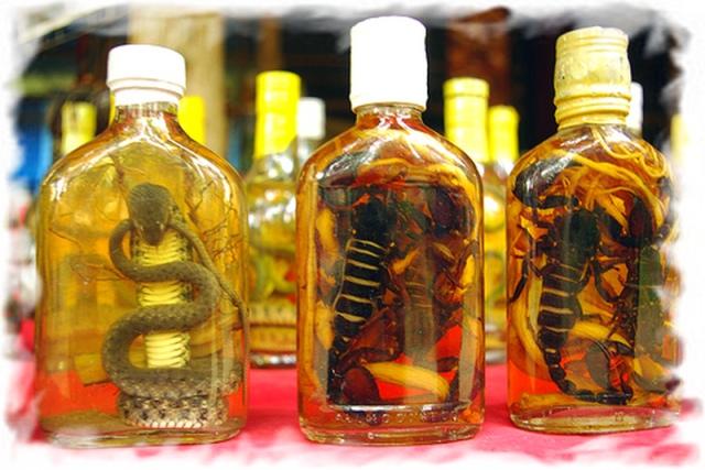 Алкоголь в Таиланде со змеями