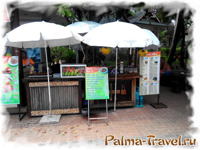 Кафе в южной части Ао Нанг бич. Стоимость блюд (кликните для увеличения)