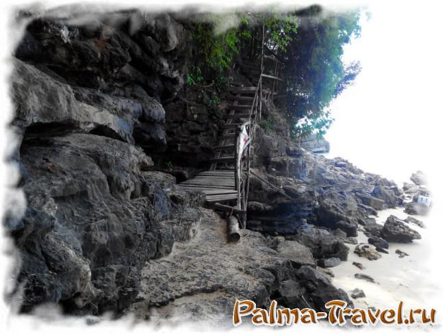 Лестница у пляжа Ао Нанг, ведущая к пляжу Центара