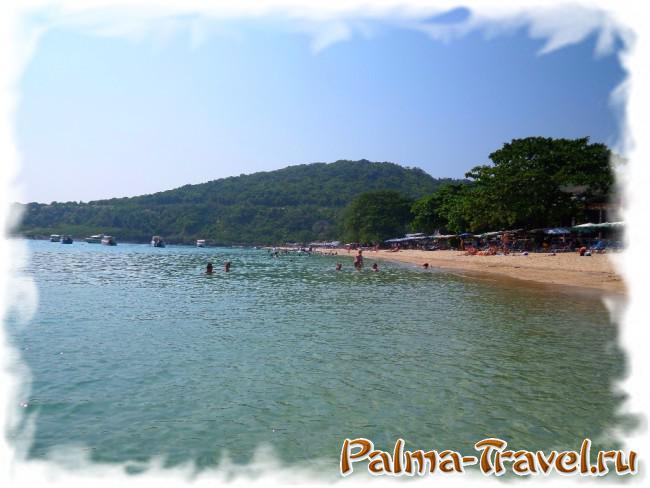 Пляж Нуал на острове Ко Лан. Общий вид со стороны моря