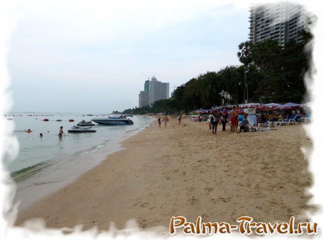Пляж Вонгамат в Паттайе: вид на северную часть пляжа