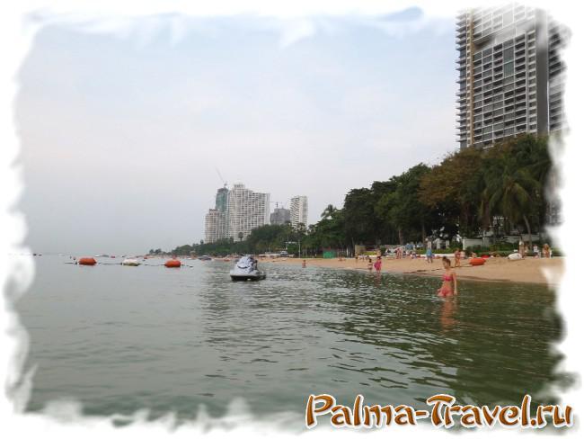 Вид на северную часть пляжа Вонгамат в Паттайе со стороны моря