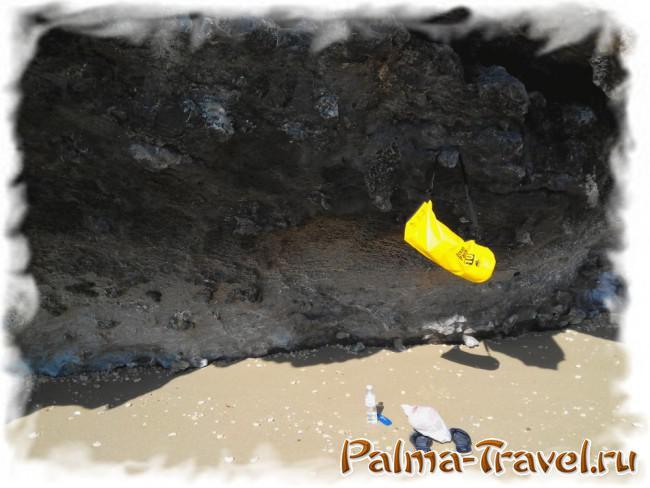 Пляж Тонсай бич. Место для купания у отвесной скалы
