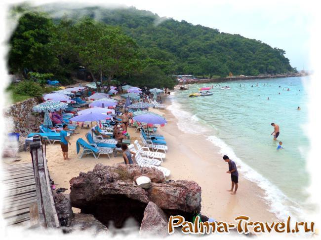 Пляж Лаем Сангван на Ко Лан:  мелкий песок и приятный цвет воды