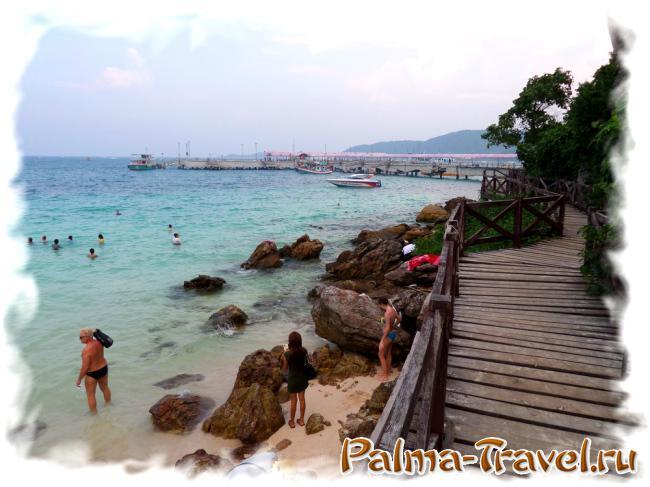 От места купания на пляже лаем Сангван до посадка на паром - несколько минут ходьбы