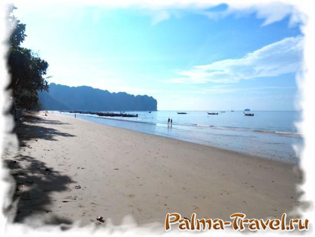 Вид на пляж Ао Нанг. Раннее утро во время отлива