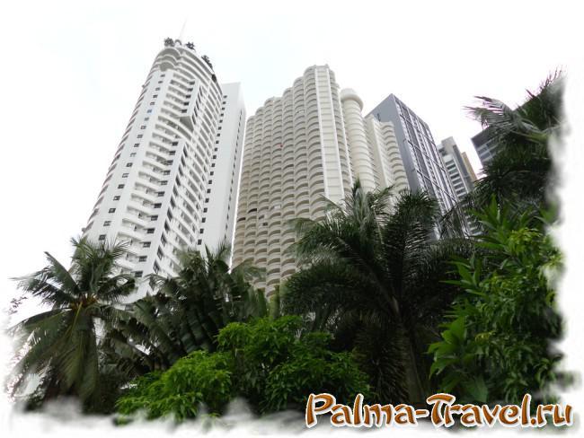 Высотные здания у пляжа Вонгамат - отличный ориентир