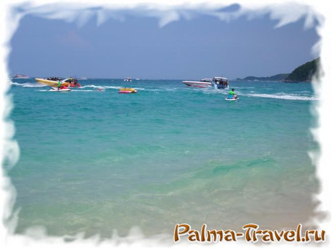 Пляж Тонглан на острове Ко Лан: прозрачная вода и белый песок