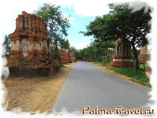 Архитектура храмовых комлексов в каждой части парка по-своему уникальна
