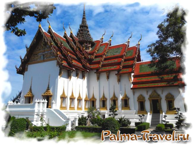 Королевский дворец  не обязательно посещать в  Бангкоке . В парке Mueang Boran отличная копия