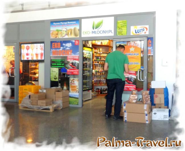 Магазин на автовокзале Mlociny  - тут можно недорого оформить билет на автобус PolskiBus