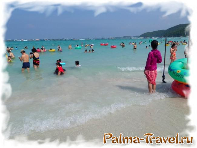 Tawaen Beach and Chinese vacationers there