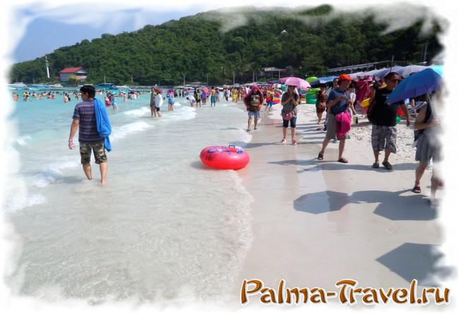 Beach Tawaen Beach - situation at noon