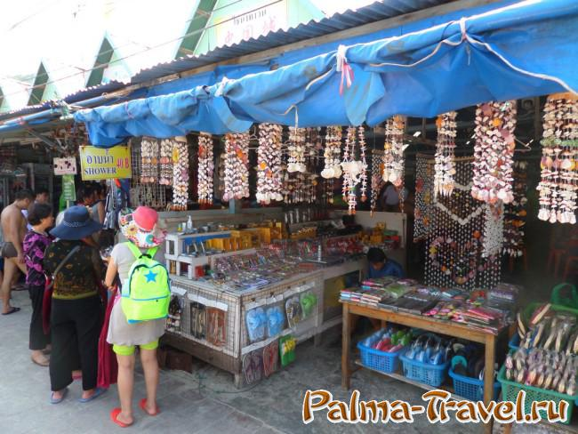 Tawaen Beach - ideal for shopping