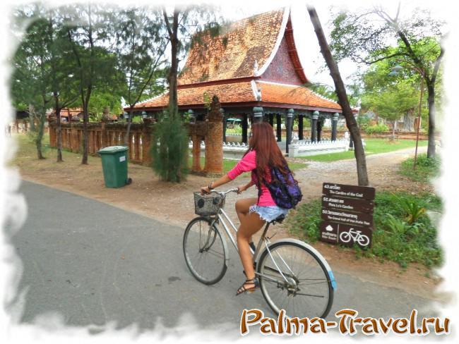 Велосипеды в парке Mueang Boran (Ancient City) включены в стоимость билета