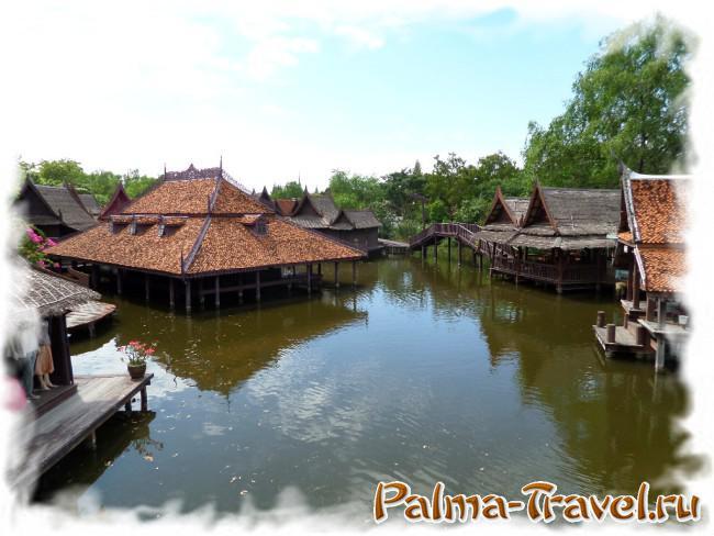 Воссозданный в парке Древний Сиам Плавучий рынок - лучшее место для приема пищи