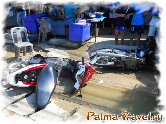 Авария мотобайков во время Сонгкран - типичное явление...