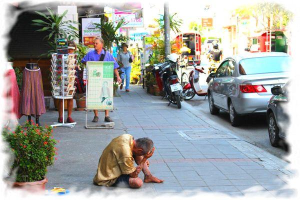 Попрошайничество в Таиланде запретили
