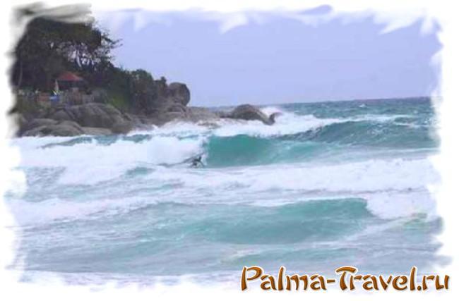 Шторм на Пхукете (пляж Ката)