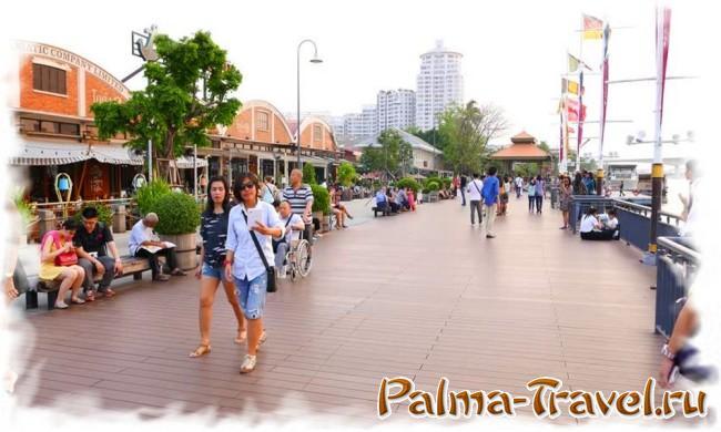 Asiatique-Riverfront-Bangkok - дощатая набережная