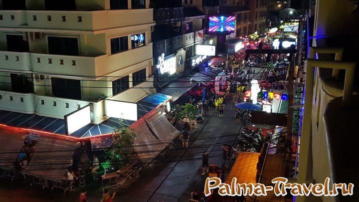 Насыщенная ночная жизнь - одна из причин полюбить Таиланд