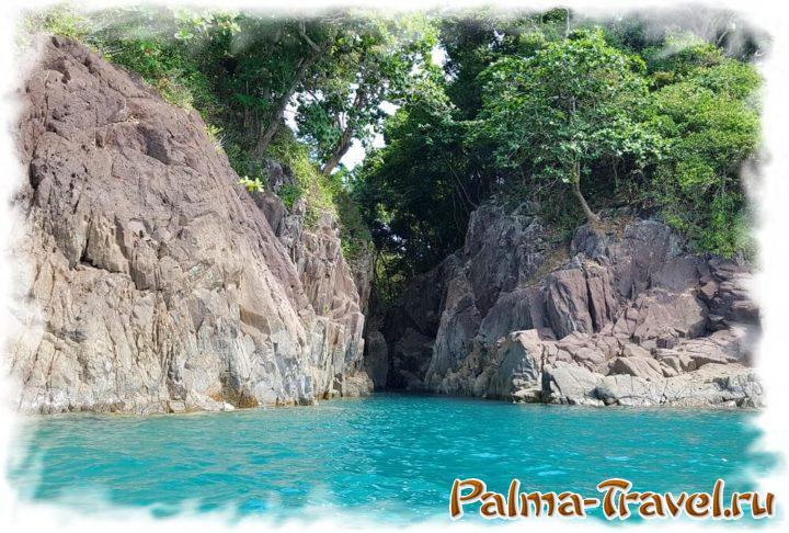 Красивые гроты на западной стороне острова Ko Man Nai
