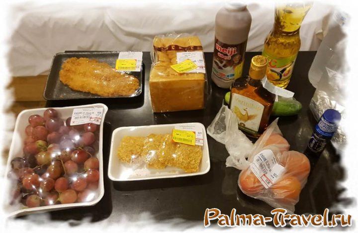 Часть продуктов с желтыми ценниками - вечерняя распродажа Big C