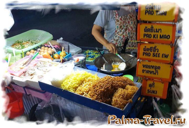 Уличная тележк, на которой готовят вкусный Пад Тай за 60 THB