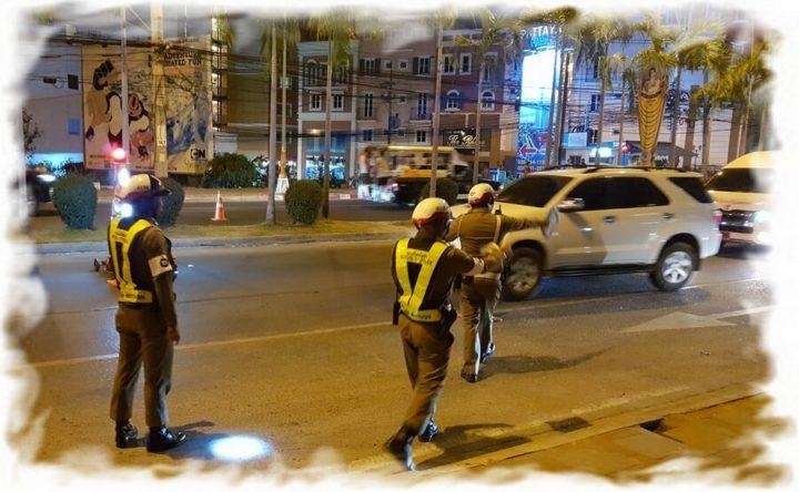 Передвижной пост дорожной полиции в Паттайе (Таиланд)