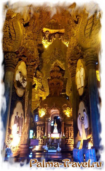 Алтарь в центре Храма Истины и корлонны из многовековых деревьев