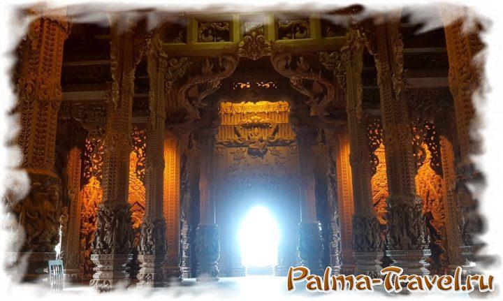 Китайский зал Храма Истины легко узнать по 8-угольным колоннам